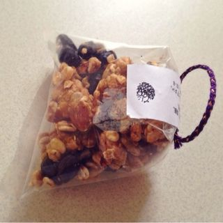 矢生姜と黒豆の黒蜜グラノーラ(つくりて)