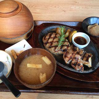 ハンバーグ&チキンのグリルセット(長津田農場 長津田みなみ台店 )