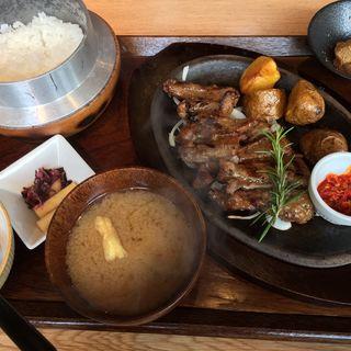 豚ゲタ肉のグリルセット(長津田農場 長津田みなみ台店 )