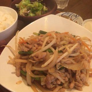 豚肉とニンニクの芽炒め定食(シャンニーカフェ (Xiang ni cafe))