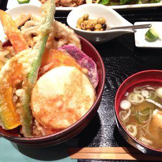 産直キノコと自然野菜の酵素玄米天丼(オーガニックダイニング 恵比寿 炭bio )