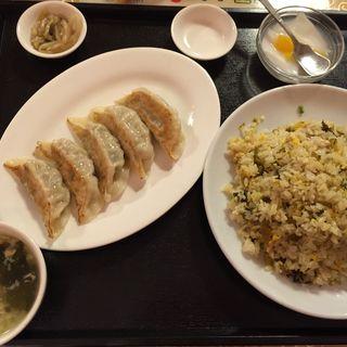 高菜チャーハンと餃子セット(天香園 )