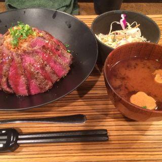国産牛ステーキ丼(佰食屋)