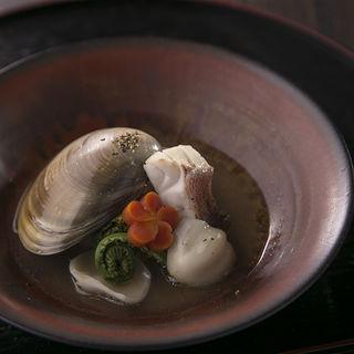 蛤の煮付け(ゆるり )