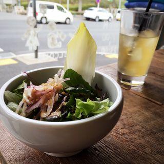 ランチセットのサラダとデトックスジュース(コマザワ パーク カフェ (KOMAZAWA PARK CAFE))
