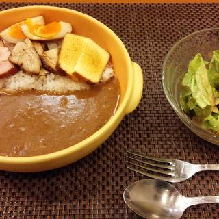 女性限定セット(燻製全部のせカレー+サラダ+ドリンク)(燻製カレー くんかれ)