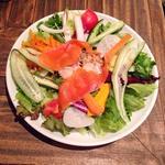 函館直送魚介の無農薬野菜サラダランチ