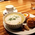 季節の野菜スープと全粒粉スコーン