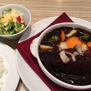 国産牛の煮込みハンバーグステーキ(丸の内ディンドングランデュオ蒲田店)