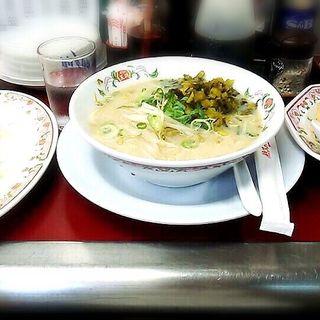お昼のランチ(高菜ラーメンと焼飯) 餃子(餃子の王将 山科駅前店 )