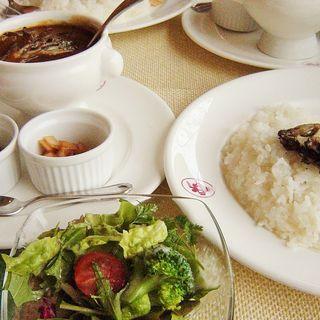 ホテル特製ビーフ・舞茸カレー&サラダ&ドリンク(宇都宮グランドホテル)