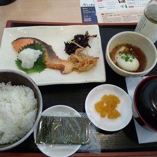 焼鮭定食 ごはん・味噌汁・温泉卵・漬物・のりつき(ジョナサン伊勢原店)