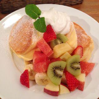 季節のフレッシュフルーツパンケーキ(幸せのパンケーキ 南船場店 )