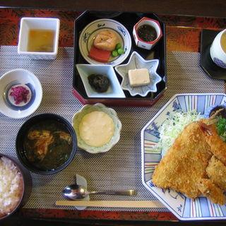 ミックスフライ御膳(海老・魚・カキ)(みやま亭)