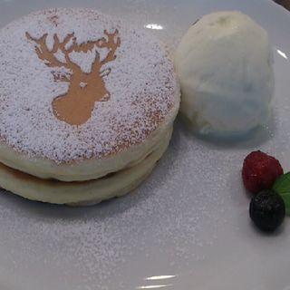 鹿ちゃんホットケーキセット(ATELIER CAFE)
