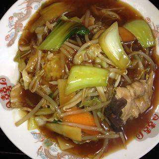 肉野菜ピリ辛あんかけ丼(五番)