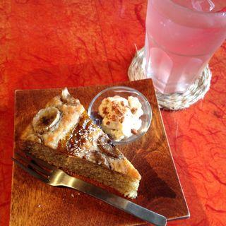バナナと梅のケーキ(カフェノマド)