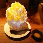 淡雪awayuki/天然氷のかき氷+季節の果実(マンゴーラッシー)