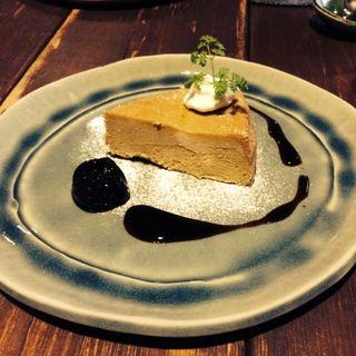 酒の花のチーズケーキ ドライフルーツと赤ワインのソース(カフェ 火裏蓮花 (カリレンゲ))