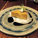 酒の花のチーズケーキ ドライフルーツと赤ワインのソース