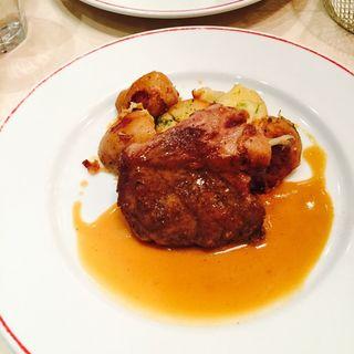 イベリコ豚の肩腹肉のロースト(パリのワイン食堂)