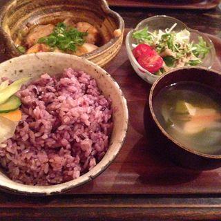 豚角煮と煮卵のやわらか煮(ごはん、すまし汁 つき)(shizuku )