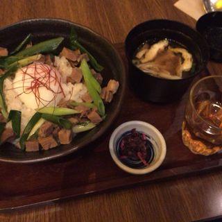 茶美豚の旨煮丼(伊右衛門サロン)