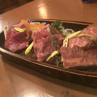 馬刺し3店盛り(ワイン食堂 馬肉de BON)