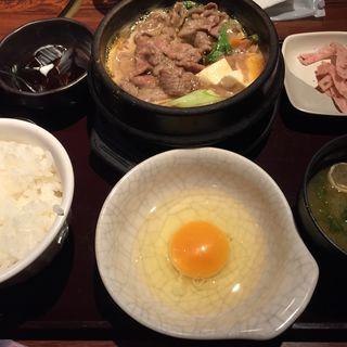 隠れた逸品!【和牛すき焼き定食】(炭火焼神戸牛いく田 (イクタ))