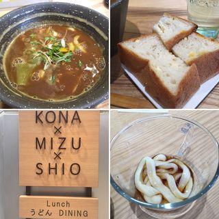 やみつきカレーうどん+スイートコーン&チーズの うパン(ウドンダイニング コナ ミズ シオ (UDONダイニング KONA×MIZU×SHIO))