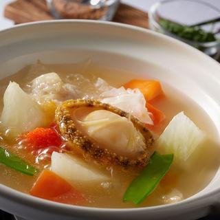 アワビと野菜のスープ仕立て(中国料理 「王朝」 ヒルトン名古屋 (オウチョウ))