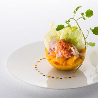 カニのサラダ仕立て マンゴーとともに(中国料理 「王朝」 ヒルトン名古屋 (オウチョウ))