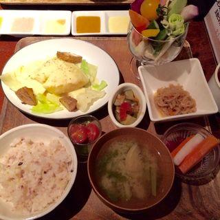 新鮮!本日の焼き魚ランチ(やさいの王様 日比谷シャンテ店)