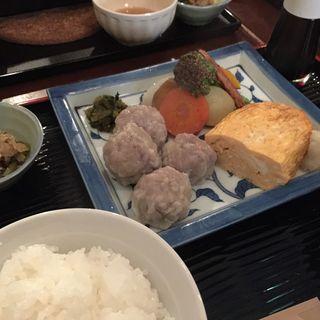 特製焼売と地黄卵玉子焼き定食(ミニヨン 坂ノ上 (【旧店名】ミニヨン サカノウエ))