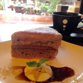 黒みつきなこシブースト(カフェイチマルマルイチ (Cafe1001))