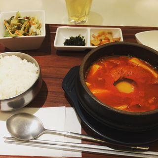 スンドゥブ(韓の旬 菜彩 (ハンノシュンサイサイ))