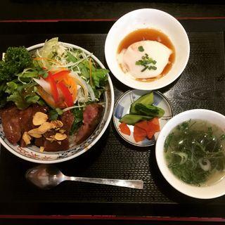 ビフテキ丼(まねき猫食堂 )