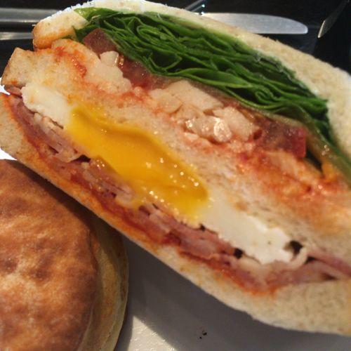 【スタバ】サンドイッチメニュー全種紹介。ぼりゅーみーで大満足♪