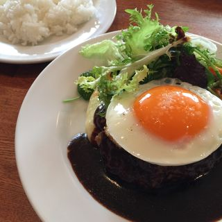 ハンバーグ 目玉焼きのせ(レストラン・サカキ (RESTAURANT SAKAKI))
