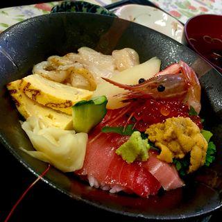 海鮮丼(伝八すし )