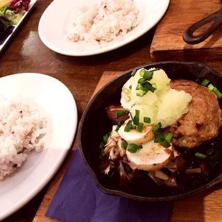 豚と豆腐のハンバーグ 長芋 おろし 梅ソース(ノイカフェ 苦楽園店 (neu.cafe))