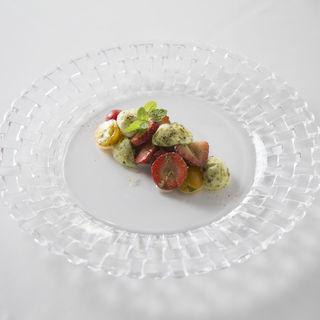 フルーツトマトとモッツアレラチーズのカプレーゼ(ローザロッチェ (Rosa Rocce))
