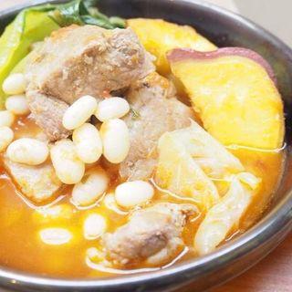 豚肩肉と白インゲン豆の煮込み(カフェ ド ガモヨン (café de GAMOYON))