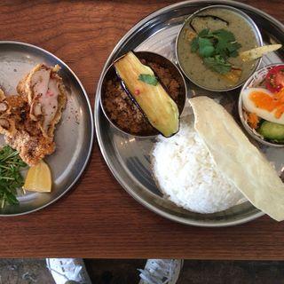 揚げなすのポークキーマ&筍と大葉のグリーンカレー(グナグナカリー (GUNA GUNA CURRY))