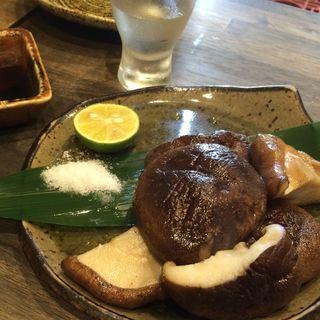 肉厚しいたけの炙り焼(日本酒食堂SO-KEN )