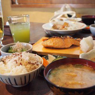厚切りサーモン西京焼き(臥薪 大船)