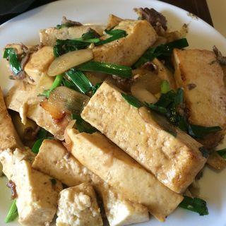 牛肉と豆腐のニンニク炒め(三笠松山店)