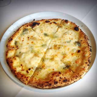 ピザ・4種のチーズ(大磯迎賓館)