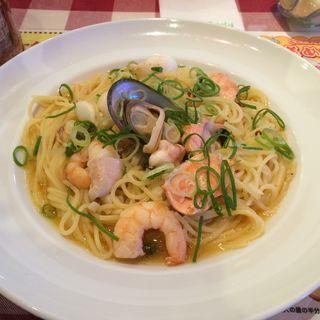 新鮮魚介類のぺペロンチーノ 白ワイン風味(モルトボーノ イオンタウン姫路店 )