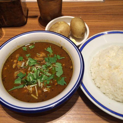 チキン豆カリー ようやくカレー部昼練。チキン豆カリーの辛さ10倍。#curry #カレー #lunch #ランチ #サラメシ (@ エチオピア カリーキッチン 御茶ノ水ソラシティ店)